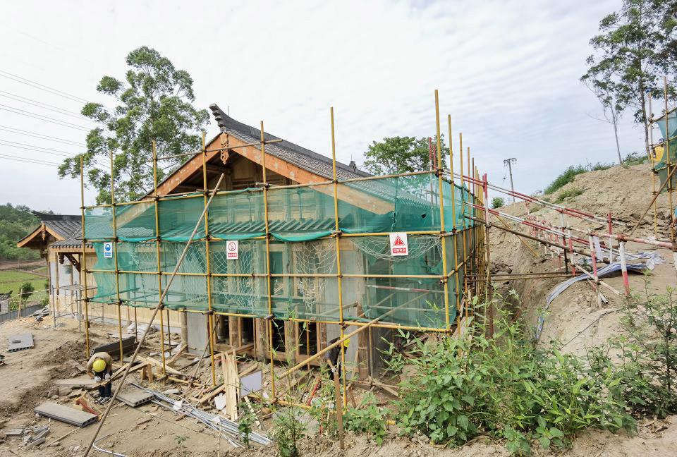 正在修建的古建筑.jpg
