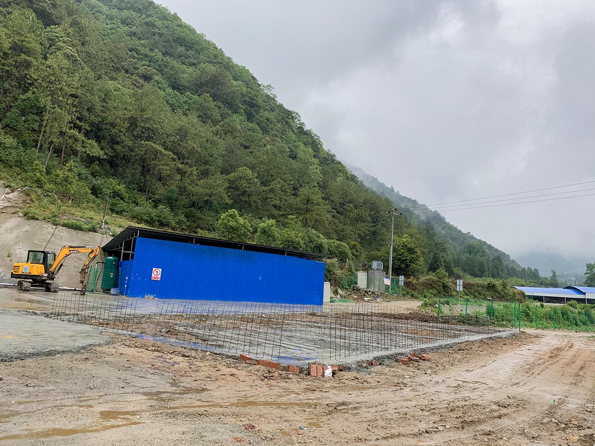 水泥厂隧洞进口建构筑物建设.JPG